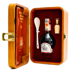traditional-balsamic-vinegar-of-modena-dop-aged-in-wood-box