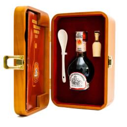traditioneller-balsamico-essig-von-modena-dop-gealtert-in-holz-box
