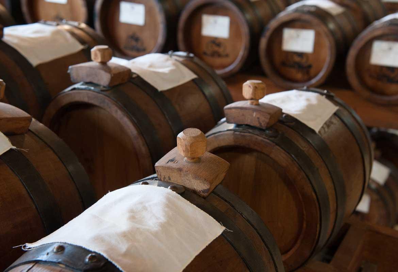 botti di rovere, castagno, ciliegio, ginepro per la produzione e l'invecchiamento dell'Aceto Balsamico Tradizionale di Modena D.O.P