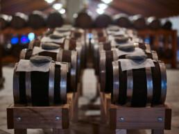 production-artisanal-balsamique-vinaigre-de-modène-IGP-et-DOP-Acetaia-Marchi-Modena
