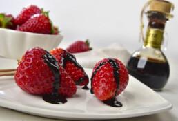 aceto balsamico con la frutta - abbinamento aceto balsamico di modena e fragole